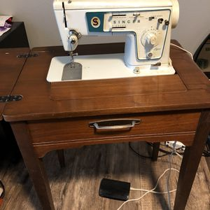Singer Sewing Machine With Table for Sale in Battle Ground, WA