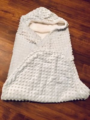Blankets & beyond soft warm winter minky blue white car seat at stroller peak blanket swaddle for Sale in Longview, WA