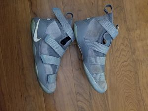 Nike lebron soldier XI kids shoes size 5Y for Sale in Laurel, MD