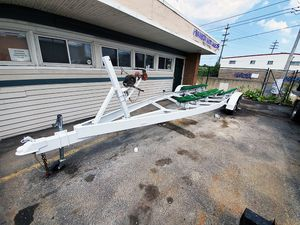 2006 26' EZ Loader Tandem Dual Axle Boat Bunk Trailer 15k LB Capacity for Sale in Cleveland, OH
