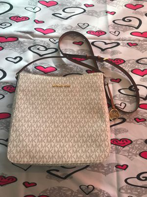 Michael Kors Jet Set Travel (Vanilla) for Sale in Pomona, CA