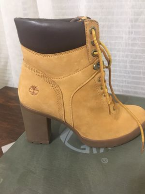 FEMALE TIMBERLANDS SIZE 9.... 3 INCH HEEL for Sale in El Paso, TX