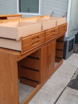 Queen size bed frame And 6 Draw Dresser.. for Sale in Oregon City,  OR