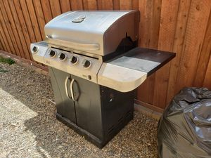 Charbroil commercial series 4 burner bbq for Sale in Fontana, CA