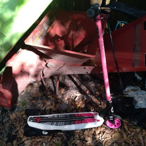 Girls 24v Eletric Scooter for Sale in Tampa, FL