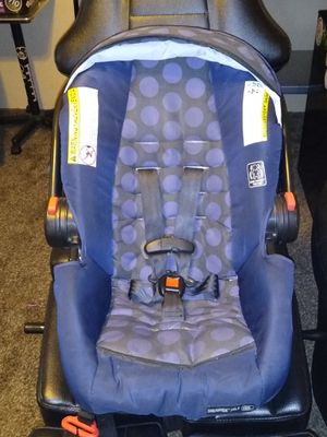 Infant car seat and 2 bases for Sale in Phoenix, AZ