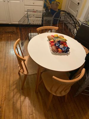Modern Kitchen Table with 4 chairs for Sale in Chicago, IL
