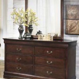Raymour & Flanigan 6 Drawer Dresser w/ Mirror for Sale in New Rochelle, NY