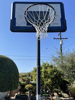Adjustable Basketball Hoop for Sale in Hacienda Heights,  CA