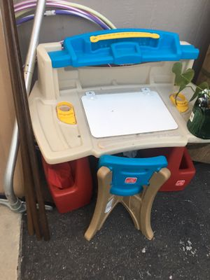 Kids desk and toy cube for Sale in Tustin, CA