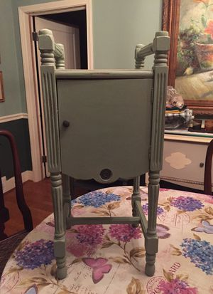 Small Antique table/cabinet for Sale in Baltimore, MD