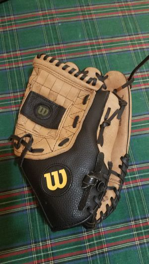 "Wilson 13"" Softball Glove. Unisex for young adults/teenagers, ages 7 and up for Sale in Los Angeles, CA"