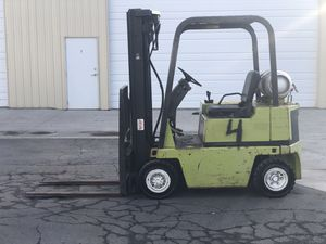 Caterpillar forklift pneumatic 5000 pound lift three stage mass with side shift for Sale in Midvale, UT