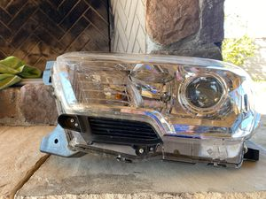 Oem front left headlight for 2016-2019 Toyota Tacoma for Sale in Tucson, AZ