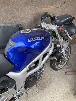 600cc Suzuki for spare parts... No TITLE NO KEY for Sale in Chicago, IL