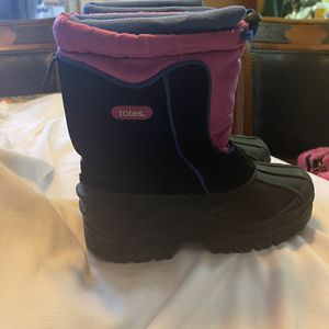 Totes Snow Boots Size 4 for Sale in San Fernando, CA