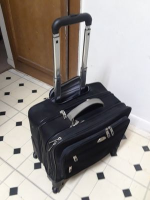 """13 X 16"""" SAMSONITE HAND CARRY-ON SPINNER LUGGAGE. IN EXCELLENT SHAPE. STILL LOOKS NEW for Sale in Dallas, TX"""