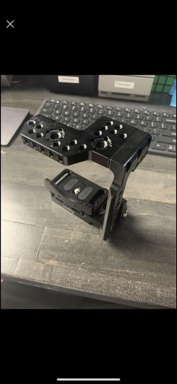 Sony A7III QUICK RELEASE HALF CAGE for Sale in Wichita,  KS