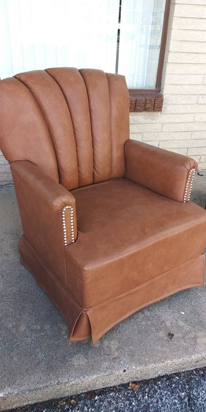 Nice Vinyl Swivel Rocker for Sale in Lancaster, TX
