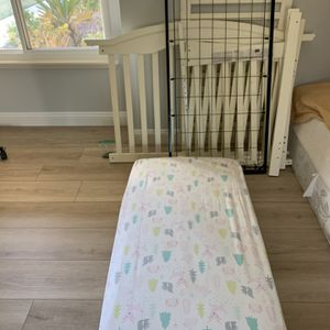 Free Baby Crib for Sale in Fullerton, CA