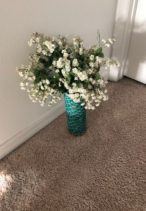 Vase with flowers for Sale in Ocoee, FL