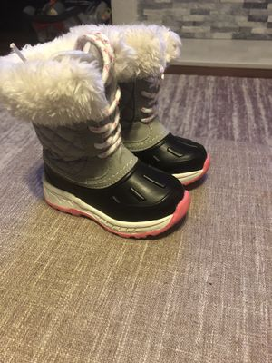 Carters girl's snow boots size 6 for Sale in Grand Rapids, MI