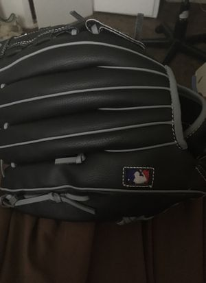 Wilson left-hand baseball glove for Sale in Cleveland, OH