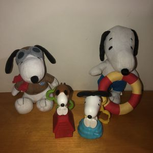 4 piece Snoopy bundle. 2 hard toys and 2 plush stuffed animals for Sale in Saint Albans, WV