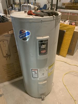 2 year old 30 gallon water heater electric for Sale in Glendale, AZ