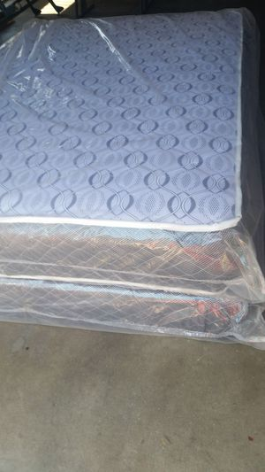 FULL SIZE MATTRESS AND BOX SPRING NEW for Sale in Fresno, CA