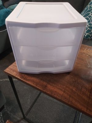 Plastic 3 drawers for Sale in Las Vegas, NV