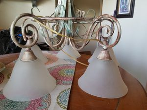 Beautiful 5 light chandelier w/leaf design for Sale in Pembroke Pines, FL