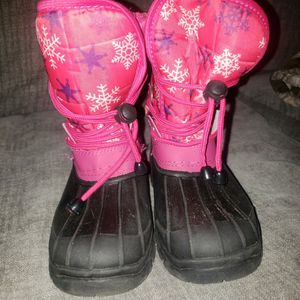 Girl SNOW BOOTS SIZE 3 for Sale in Fresno, CA