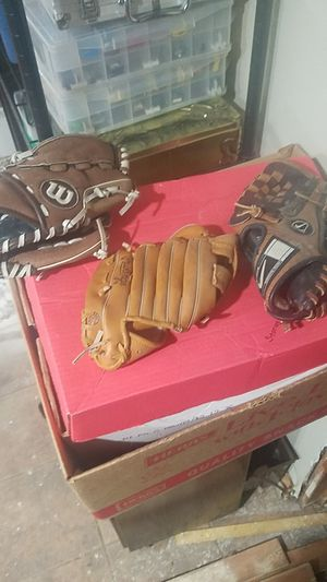 Baseball gloves for Sale in Olmsted Falls, OH