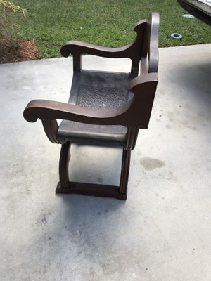 Antique chair, arm chair been in the family for more than 45 years for Sale in Tamarac, FL
