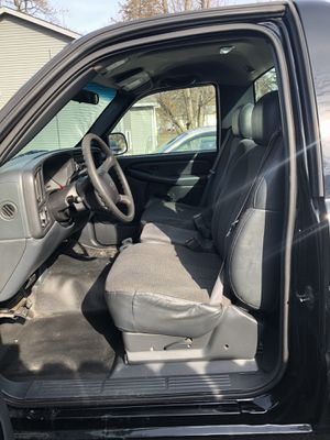 2001 Chevy Silverado 6 cilender Régular cub short Box only 124 000 miles $3500. Dlls for Sale in Round Lake, IL