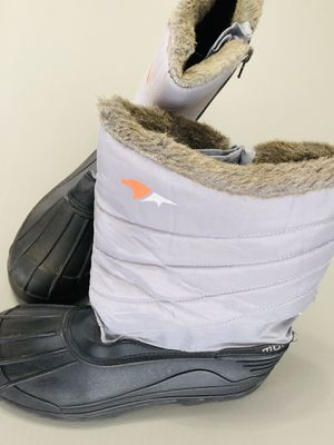 WOMEN'S Snow Mountain WINTER BOOTS for Sale in Orlando, FL