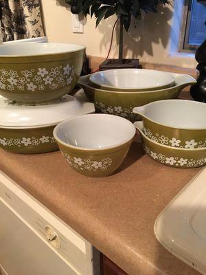 Set of vintage daisy pyrex bowls for Sale in Surprise, AZ