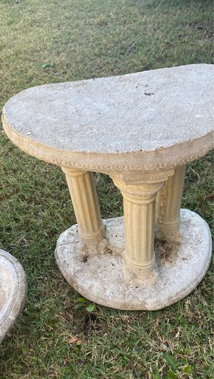 Birdbath fountain concrete yard $60 for Sale in Arlington, TX