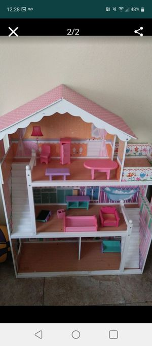 Like new doll play house for Sale in Victorville, CA