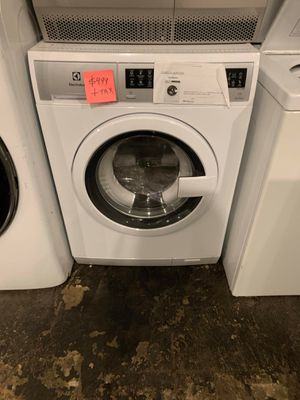 Brand new Electrolux washer with lite scratches and dents for Sale in Halethorpe, MD