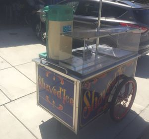 1,800 SHAVE ICE + BOTTLE SYRUPS + CONTAINERS, LOTS EXTRAS for Sale in Fresno, CA