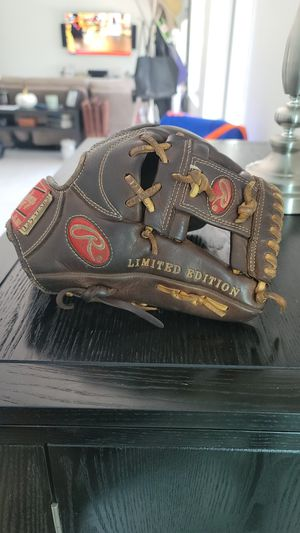 Rawlings infield glove 11 1/4 in. Limited Edition for Sale in Cutler Bay, FL