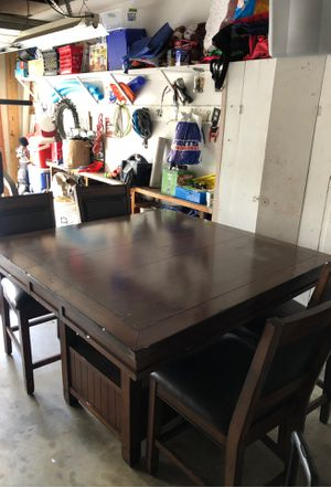 Dining table and 4 chairs for Sale in Costa Mesa, CA