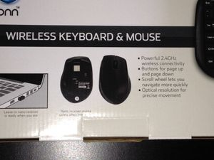 Wireless keyboard and mouse set for Sale in San Tan Valley, AZ