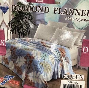 Super Plush Velvety QUEEN BLANKET/THROW for Sale in Las Vegas, NV