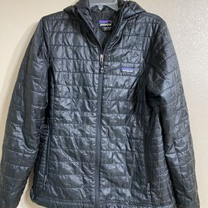 Patagonia Women's Lightweight Jacket, Size M for Sale in Everett, WA