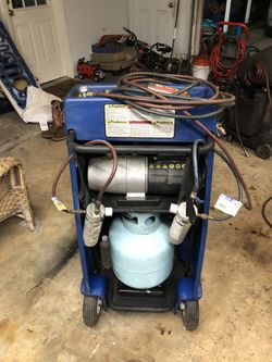 Yellow jacket A/C recovery and charging system w/ vacuum pump for Sale in Cypress,  TX
