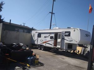 Toy hauler 5th wheel for Sale in Oakland, CA