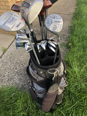 Brown and black golf bag with golf clubs for Sale in Warren, MI